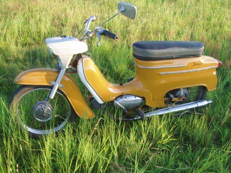 Žlutá Jawa 21 z roku 1974