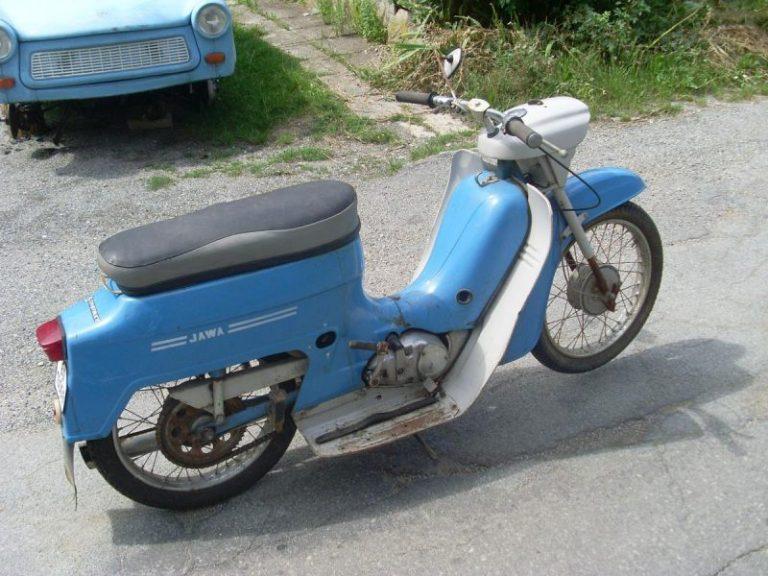 Modrá Jawa 220 z roku 1977