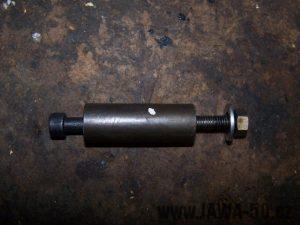 Vyrobený jednoduchý vytlačovák pístního čepu Jawa 50