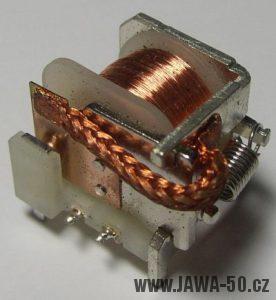 Relé upravené do podoby indukčního snímače bezkontaktního zapalování
