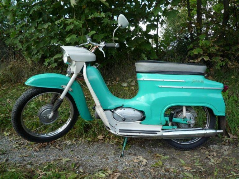 Tyrkysově zelená Jawa 20 z roku 1972