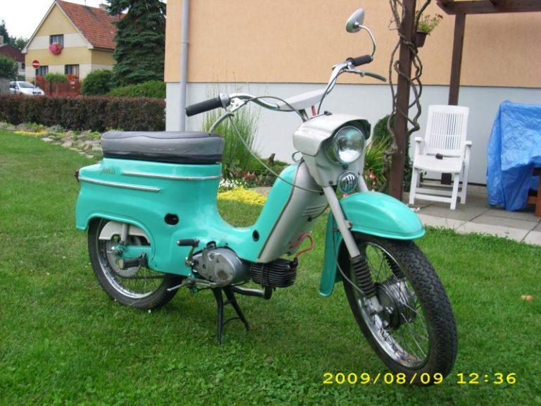 Tyrkysově zelená Jawa 21 Sport z roku 1971