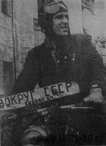Ruský cestovatel Vjačeslav Děmin na Jawě 555 Pionýr
